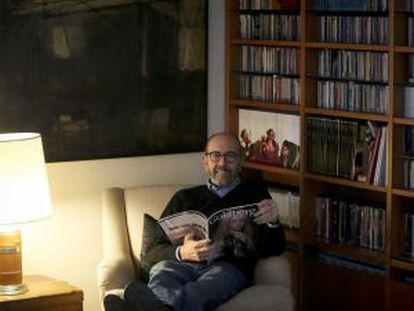 Miguel Rellán, rodeado de discos en su casa de campo de Madrid