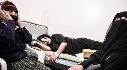 Una paciente herida en un bombardeo, en un hospital en Amran, al norte de Saná.