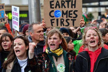 Manifestantes exigen que se luche contra el cambio climático, el 15 de marzo en Bruselas.
