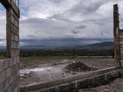 Construcción en la parte alta en la zona de ejidos de Oztoyahualco en dirección a la pirámide del  Sol.