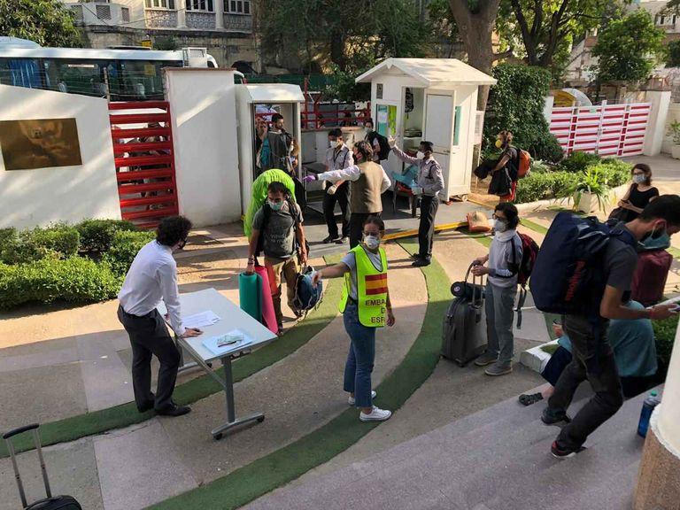 Instalaciones del Instituto Cervantes de Nueva Delhi, que acoge a turistas españoles a la espera de viajar a Madrid, el jueves.