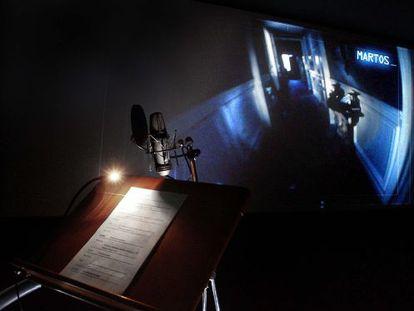 Una de las sesiones previas al doblaje en catalán de la película REC2 en un estudio de sonido de Barcelona.