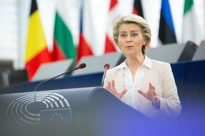 La presidenta de la Comisión Europea, Ursula von der Leyen, durante su intervención ante la Eurocámara este martes.