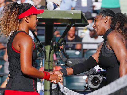 Serena Williams y Naomi Osaka, tras el partido.