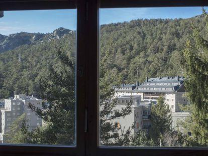 Vista de la sierra desde el apartamento de Fernando Díaz en el Puerto de Navacerrada.