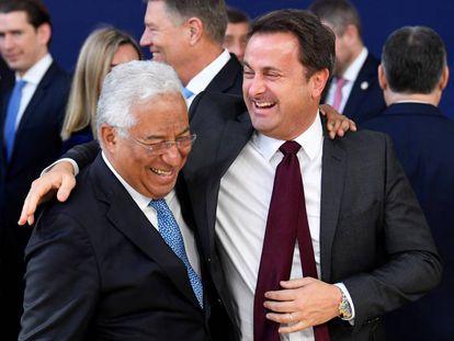 A la izquierda, el primer ministro portugués, António Costa, con su homólogo luxemburgués, Xavier Bettel.
