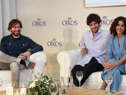De izquierda a derecha, el director de cine Daniel Sánchez Arévalo junto a los actores Inma Cuesta y Quim Gutiérrez.