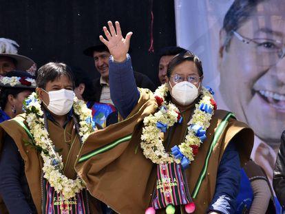 Luis Arce, presidente electo de Bolivia, celebra su victoria en un mitin en El Alto.