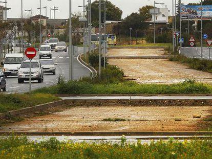 Obras paralizadas del tranvía del Aljarafe, en Bormujos.