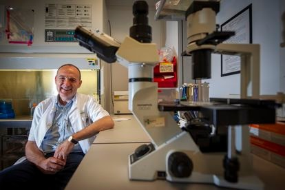 El médico Felipe García, en el Hospital Clínic de Barcelona.