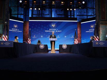 El presidente electo Joe Biden habla durante un evento en el teatro The Queen, el sábado 16 de enero de 2021, en Wilmington, Delaware.