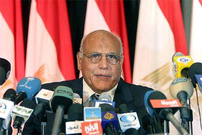 El presidente de la Comisión Electoral, Mamduh el Marei, anuncia el resultado de los comicios del miércoles.