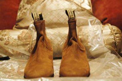 Los botines que usó Juan Gabriel en el concierto de 1997 junto a Rocío Dúrcal. Hugo Cortés los guarda como un tesoro.