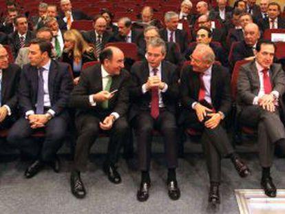 Los primeros ejecutivos de las grandes empresas españolas en el acto de constitución de la Cámara de Comercio de España, en noviembre.