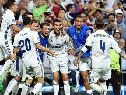 Los jugadores del Real Madrid celebran un gol en la vuelta de los cuartos de final de la Champions League frente al Bayern de Múnich, cuya prórroga fue la emisión más vista de 2017.