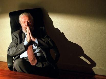 El cineasta Luis García Berlanga, en 2002, fotografiado en su despacho madrileño.