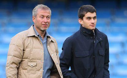 Róman Abramóvich y su hijo Arkadiy en octubre de 2014.