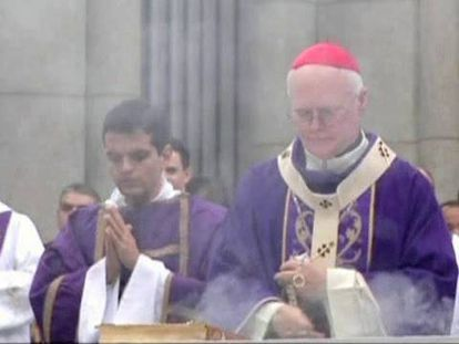 El cardenal Odilo Scherer (derecha).