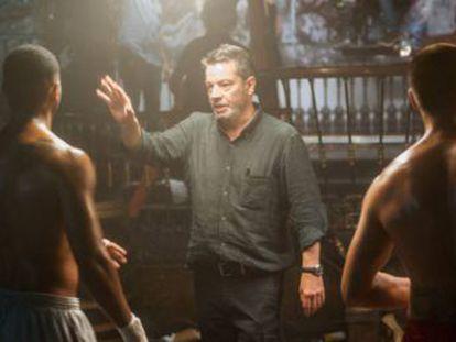 El universo y el estilo del director es reconocible en la serie  Gigantes , una historia de malvados