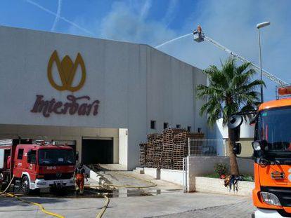 Imagen tomada durante la extinción del incendio.