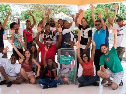Un grupo de voluntarios que ayudan a reciclar en la ciudad dominicana de Sabana Yegua.