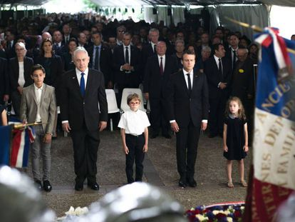 Netanyahu y Macron en la ceremonia de conmemoración de las víctimas del Velódromo de Invierno en París este domingo.