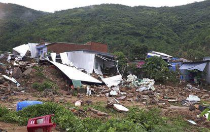 En la ciudad de Nha Trang, Vietnam, lluvias torrenciales devastaron miles de casas causando la muerte de varias personas el pasado 18 de noviembre.
