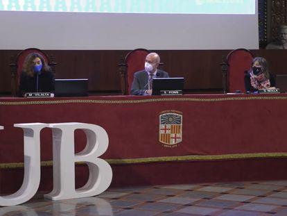 Acto de proclamación de los resultados de la primera vuelta de las elecciones a rector de la UB, en el paraninfo de la institución.