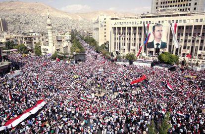 Cientos de miles de seguidores del presidente sirio, Bachar al Asad, se manifiestan en Damasco.