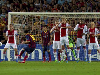 Messi, en la falta que supuso el primer gol.