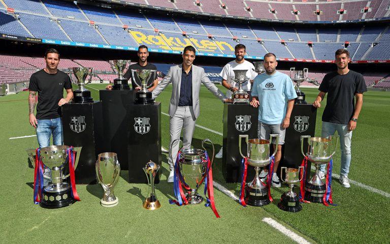 Luis Suárez se despidió ayer del Camp Nou, donde estuvo acompañado de algunos de sus compañeros, entre ellos Messi.