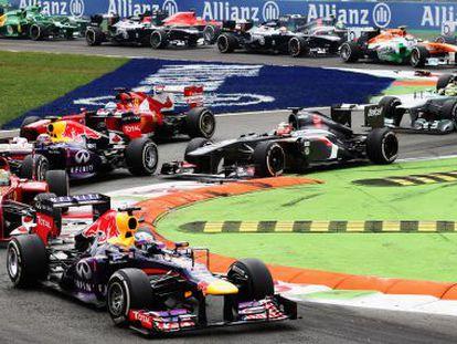 Vettel lidera la carrera tras la salida en Monza.