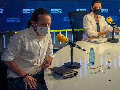 Pablo Iglesias y Rocío Monasterio, momentos antes del debate.