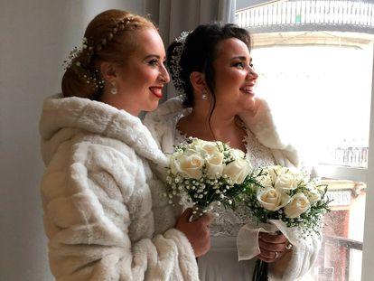 Thayner, a la derecha, junto a su mujer, Patricia, el día de su boda, el pasado enero.