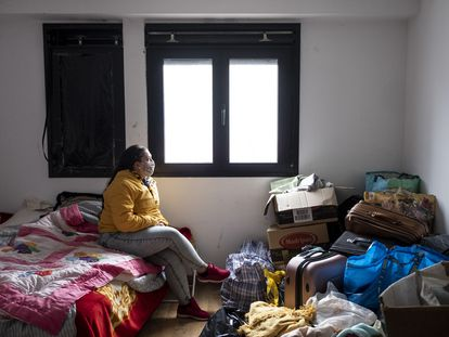 Joana, una de las personas que ha ocupado una vivienda en el edificio de Villalba.