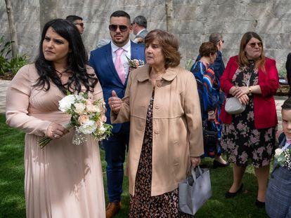 Enlace matrimonial entre Krisanne Lia y Fabian Mauro, el viernes en el Peñón, donde ya no es obligatorio la mascarilla al aire libre.