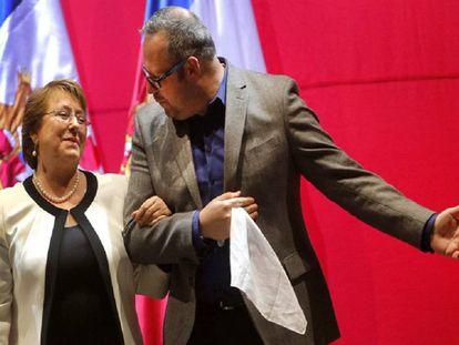 Michelle Bachelet y su hijo Sebastián Dávalos, en diciembre de 2015.