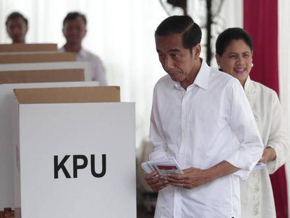 Joko Widodo, antes de depositar su voto durante la jornada electoral del miércoles.