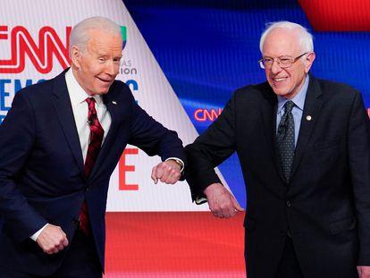Joe Biden (izquierda) y Bernie Sanders, durante su debate cara a cara en las primarias demócratas el 15 de marzo de 2020.