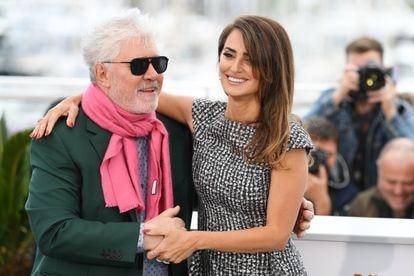 Pedro Almodóvar y Penélope Cruz, en la presentación en Cannes 2019 de 'Dolor y gloria'.