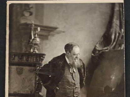 El escritor Wilkie Collins, en una imagen del archivo de la Universidad de Harvard.