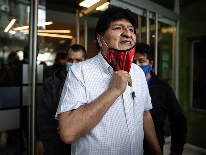 El expresidente de Bolivia Evo Morales se retira luego de ofrecer una rueda de prensa en Buenos Aires, el 22 de octubre.