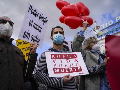 Manifestación a favor de la ley de eutanasia en la Puerta del Sol de Madrid, el 18 de marzo pasado.