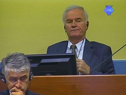 El acusado, Mladic, este lunes en una captura de televisión difundida por el tribunal.
