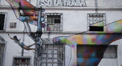 La fachada del centro social de La Traba.
