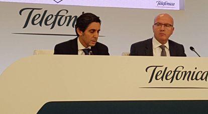 José María Álvarez Pallete (i) y el director financiero, Angel Vilá, en la rueda de prensa de presentación de resultados.