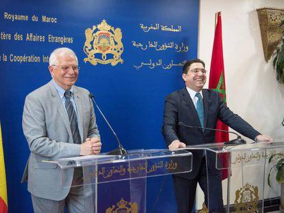 EPEl ministro de Asuntos Exteriores en funciones, Josep Borrell junto a su  homólogo marroquí, Nasser Bourita, este lunes en Rabat.