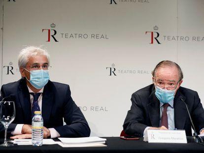 El presidente del patronato del Teatro Real, Gregorio Marañón (d), y el director del Teatro Real, Ignacio Garcia Belenguer, dan una rueda de prensa este lunes en la sede del teatro en Madrid.