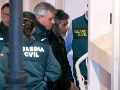 Bernardo Montoya, a su llegada a los juzgados el pasado 21 de diciembre. En vídeo, declaraciones del abogado de Montoya esta mañana.