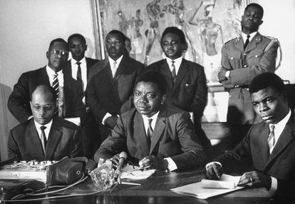 Moise Tshombe en el centro, durante una conferencia de prensa en 1965.